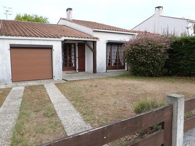 Photo for Quiet area of ​​the Tranche sur Mer, house for 6 people with tennis court in the subdivision.