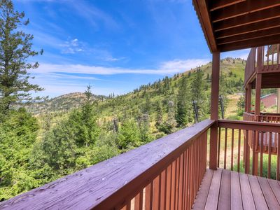 Photo for Cozy condo w/ shared hot tub & sauna, valley views, ski-in/ski-out access.
