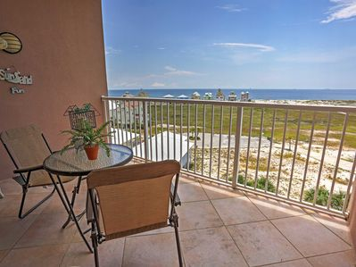 This delightful unit comfortably sleeps up to 6 guests and offers stunning views of the ocean.