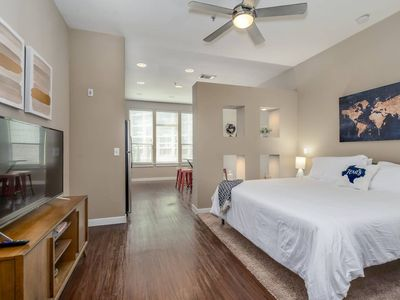 Photo for Perfectly Located Uptown Studio w/ Gym & Pool