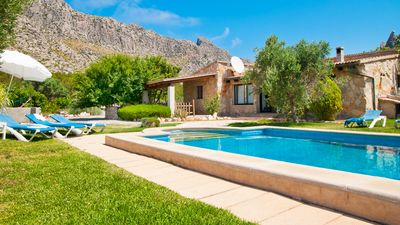 Photo for Vacation Villa with pool and magnificent views to the mountains