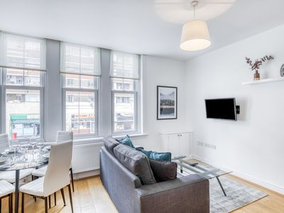 Photo for Stunning 1 Bed Flat next to Tube and Common