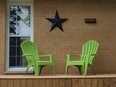 Enjoy your morning coffee or afternoon drinks on the front deck.