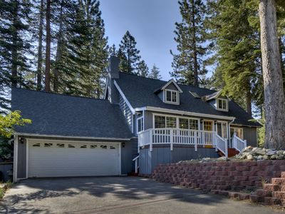 Photo for Cozy House w/ BBQ, Hot Tub, Family Den- Lone Pine Lodge