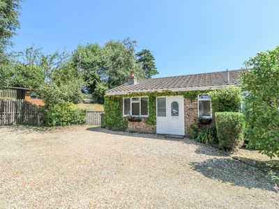 Photo for CORAZON, pet friendly, with open fire in Ryde, Ref 985162