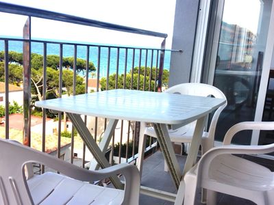 Photo for Apartment with balcony and spectacular sea views.