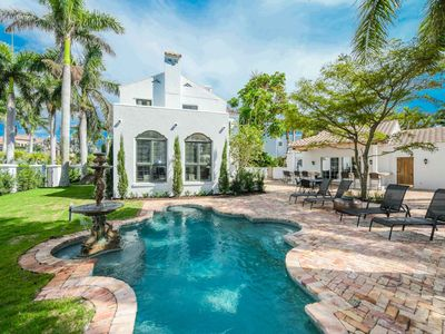 Photo for Perfectly Located close to shopping, dining, the beach, the bay, and downtown Sarasota