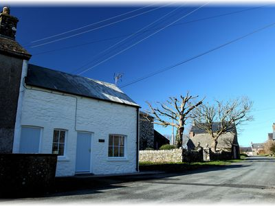 Photo for Charming cottage in peaceful hamlet near St David's