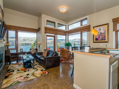 Photo for Lakeview Suite - 2bed, 2bath Spacious Corner Penthouse Condo with Lake Views!