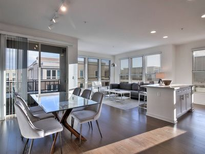Photo for High Floor Urban Flat  Bright & Airy 2BR  PoolxSpa