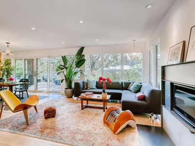 Photo for Amazing Modern House close to downtown - IVORY