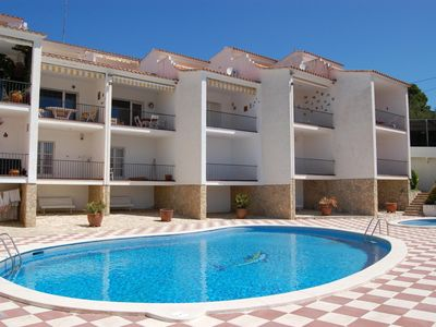 Photo for Spacious semi-detached house with communal pool, located a few meters from Grifeu beach, i