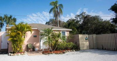 Sweet Conch Cottage- Charming Dog-Friendly Nest In The Heart Of Downtown Dunedin