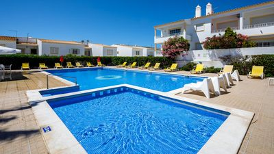 Photo for Delightful top floor apt with pool, tennis, walking distance to Praia Arrifes