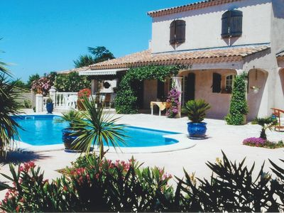 Photo for Villa with pool (10x6), near village center in the Alpilles, 6 people