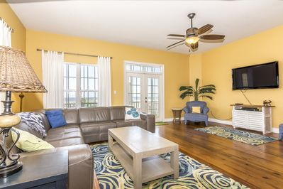 New leather sectional, great beach view, opens to screened porch