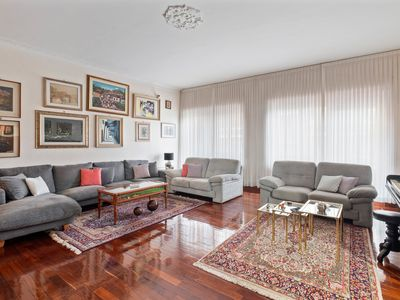 Photo for Spacious 4bed flat w/Balconies 12min from Vatican