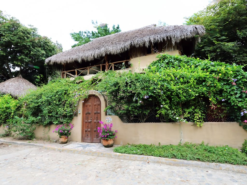 Sayulita semi secluded 2 story 2 bedroom vrbo for Jardin zen casero