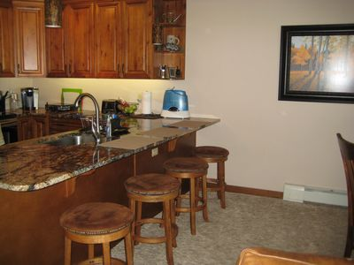Comfortable kitchen, granite counters, seating for 4.