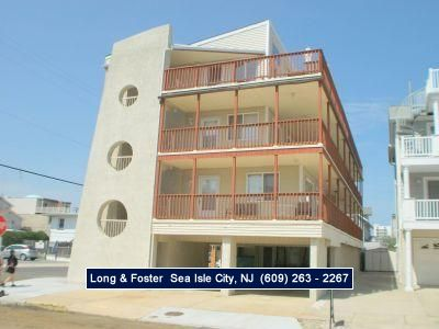 Photo for Walking distance to everything! A short walk to the beach and promenade, close enough to downtown shopping, restaurants, bars.