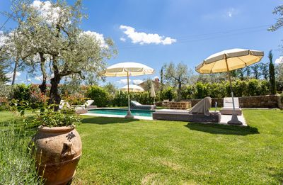 Photo for Private Villa with WIFI, private pool, TV, terrace, pets allowed, parking, close to San Gimignano