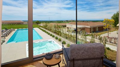Photo for Luxury brand new Villa Vineyards with 6 bedrooms all ensuite!
