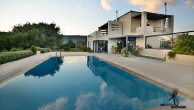Photo for Beautiful contemporary Holiday Home with big pool, barbecue area and big gardens