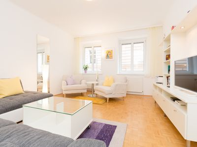 Photo for 84 m² apartment in a prime location for sightseeing and Staatsoper