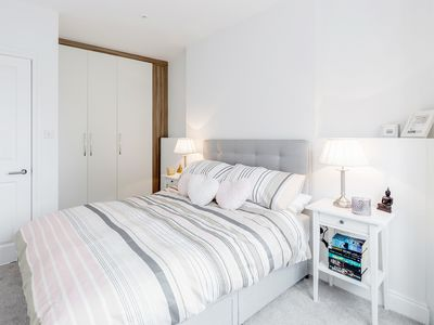 Photo for Bright & Contemporary Notting Hill Portobello 2-Bed Apartment