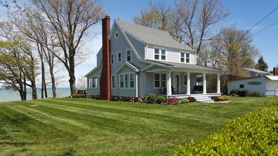Betty's Beach House; Beautiful Lakefront Retreat-Picturesque Views Of Lake Erie