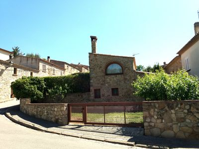 Photo for Castell D Aro: Cozy cottage with garden in the medieval village of Castell D'Aro (Costa Brava)
