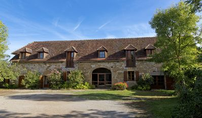 Photo for Remarkable spacious gîte, swimming pool, terrace, Lot Dordogne valley