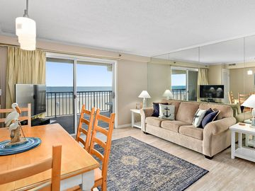 Miraculous Beautiful 2 Bedroom Oceanfront Condo With Adorable Coastal Decor And Free Wifi Located Directly On The Famous Ocean City Boardwalk Home Interior And Landscaping Mentranervesignezvosmurscom