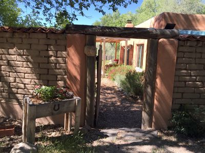 Welcome to Paradise Pond Casita - private entrance with tons of parking