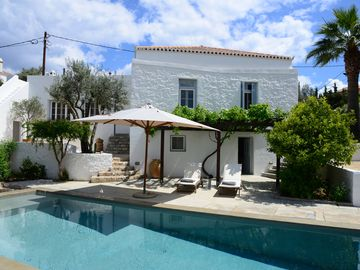 Traditional Charming House With Pool in Spetses Village - 50m from the Sea