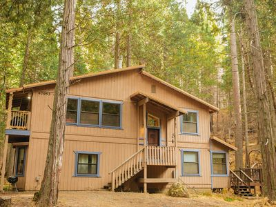 Photo for Modern & spacious Sugar Pine cabin- only 15 minutes away from Yosemite!