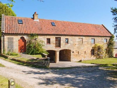 Photo for PEAT HOUSE, family friendly in Robin Hood's Bay, Ref 17141