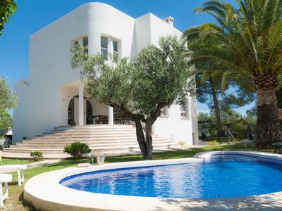 Photo for Villa near Costa, Private Garden and Pool, Parking and Free Wifi