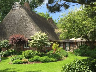 Photo for Cuddly thatched cottage with fireplace and large garden for couples & families