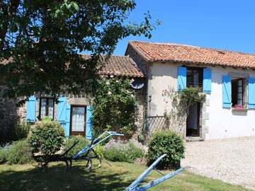 Two Large, traditionally renovated, farmhouses with private pools, shops nearb - La Petite Maison