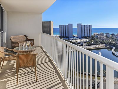 Photo for COZY, FLORIDIAN DECORATED! OPEN 8/10-17!! PRIVATE BALCONY!!