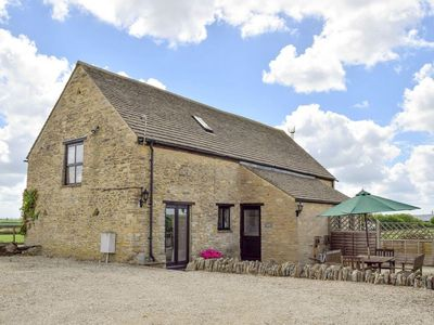 Photo for 2 bedroom Barn in Burford - CC056