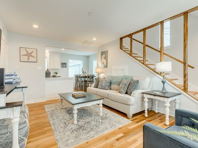 Dog-Friendly Townhome with Shared Pool, WiFi, & Central AC - Close to Seawall!