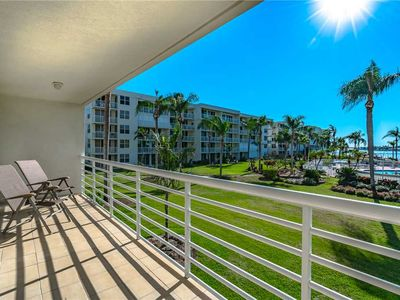 Photo for Bahia Vista 11-237, 2 Bedroom, Sleeps 4, Heated Pool, Spa, Bay View, WiFi
