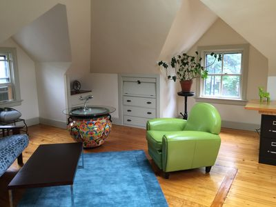 Large, Gloriously Sunny Private E. Side Apt, 1/4 Mi to Brown, 1 Mi to Dwntn