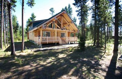 Photo for Near Sunriver, Picturesque Log Cabin (Lodge-Like)