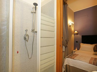 Photo for Rooms in Rome a stone's throw from the dome of San Pietro