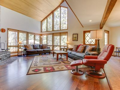 Photo for Private hot tub, pool table, 10 SHARC passes, and more at this Sunriver home!