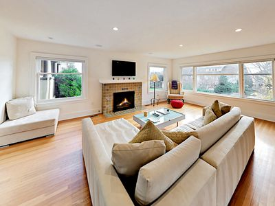 Chic 3BR Seattle Queen Anne Home—Walk to Iconic Sites & Restaurants