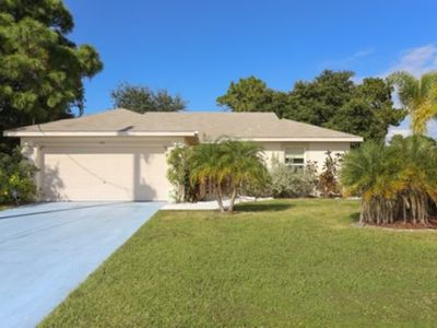 Photo for Lovely Home Close To Shopping, Beaches And Golf.